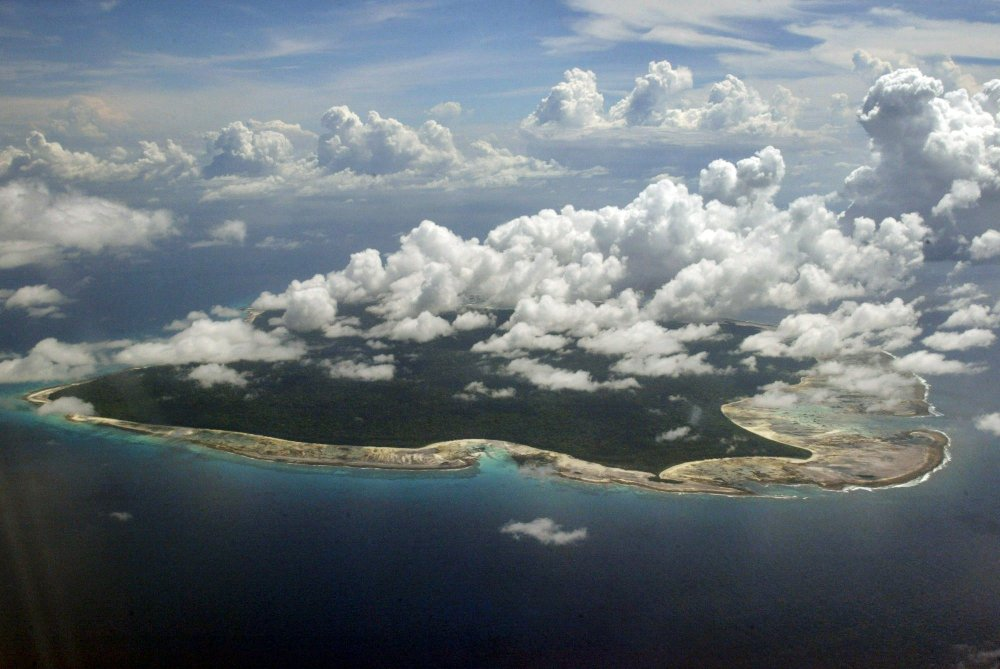 Isolated tribesmen kill American on remote Indian island