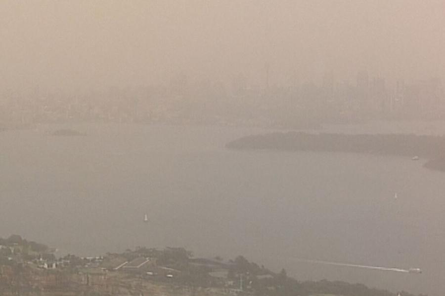 Authorities warn of 'huge' dust storm heading for Sydney