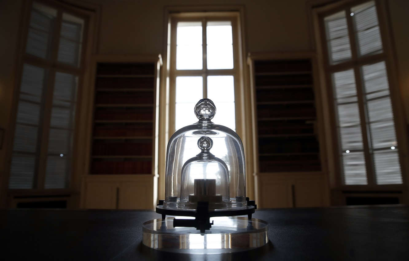 Redefining the kilogram: what's the relationship with Planck's constant?