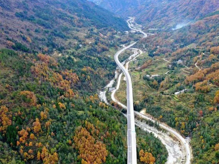 Micang Mountain Tunnel ended the millennium barrier