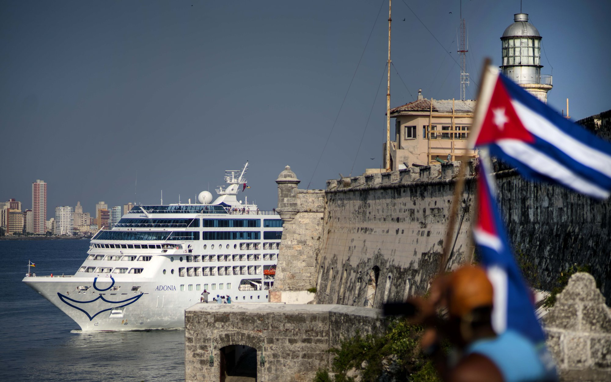 Spanish leader to enhance economic, political ties with trip to Cuba