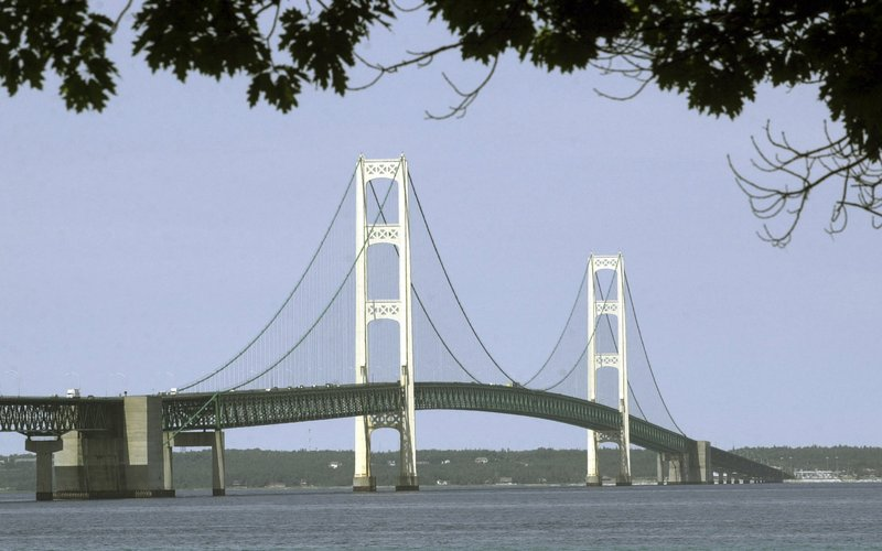 Outgoing Michigan governor pushing for Great Lakes pipeline