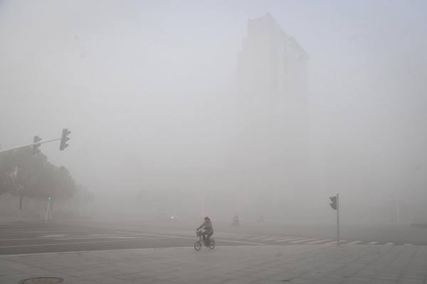 China issues orange alert for thick fog