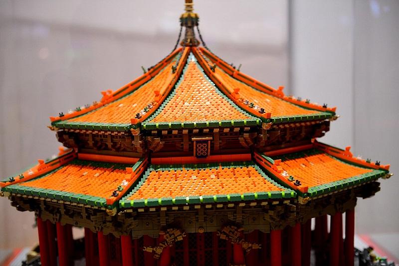 Toy brick made palace debuts in Shenyang