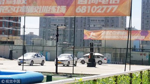 Illegal rooftop driving school spotted on 7-story building
