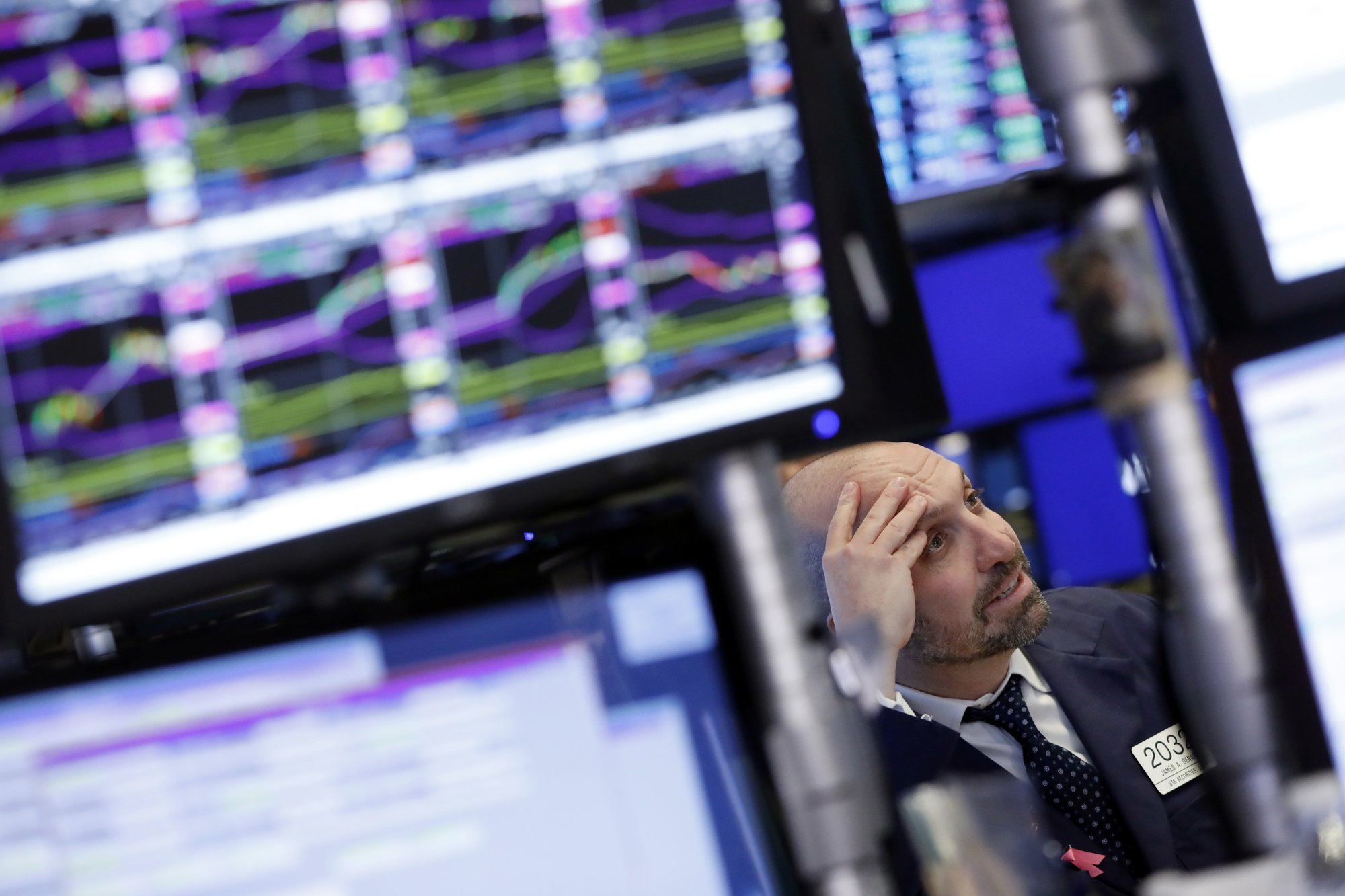 Stocks bounce back as tech, retail and banks jump