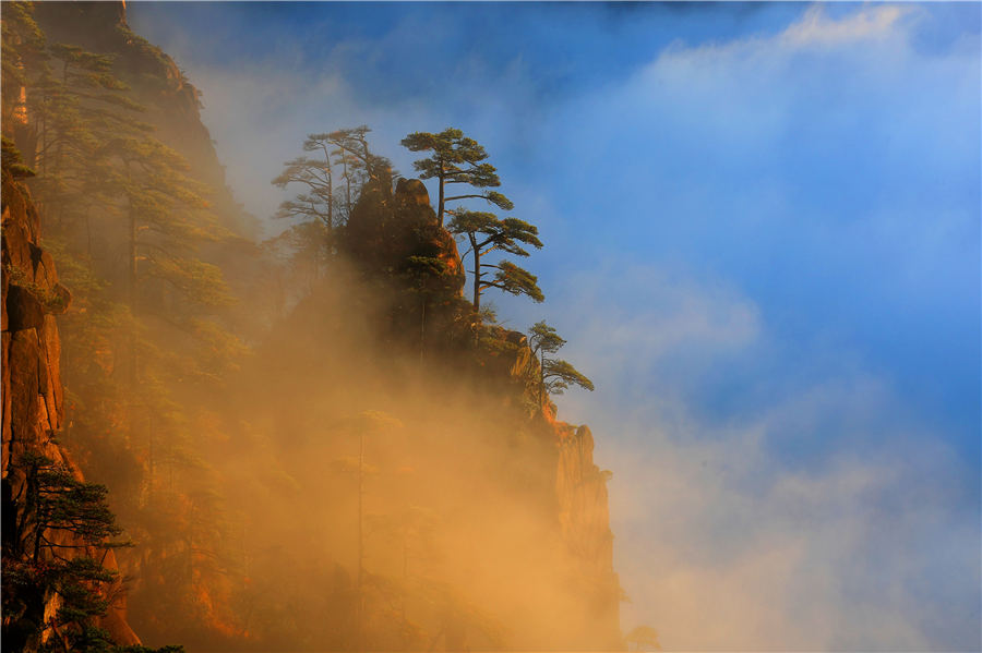 Spectacular cloud sea after rain