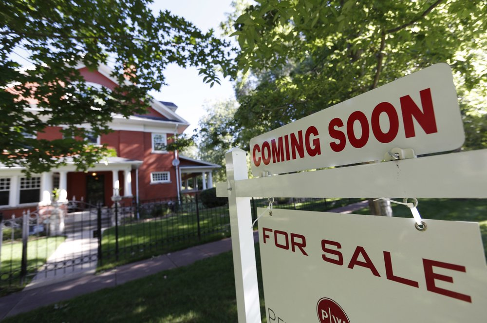 US home prices rise more slowly amid weaker sales