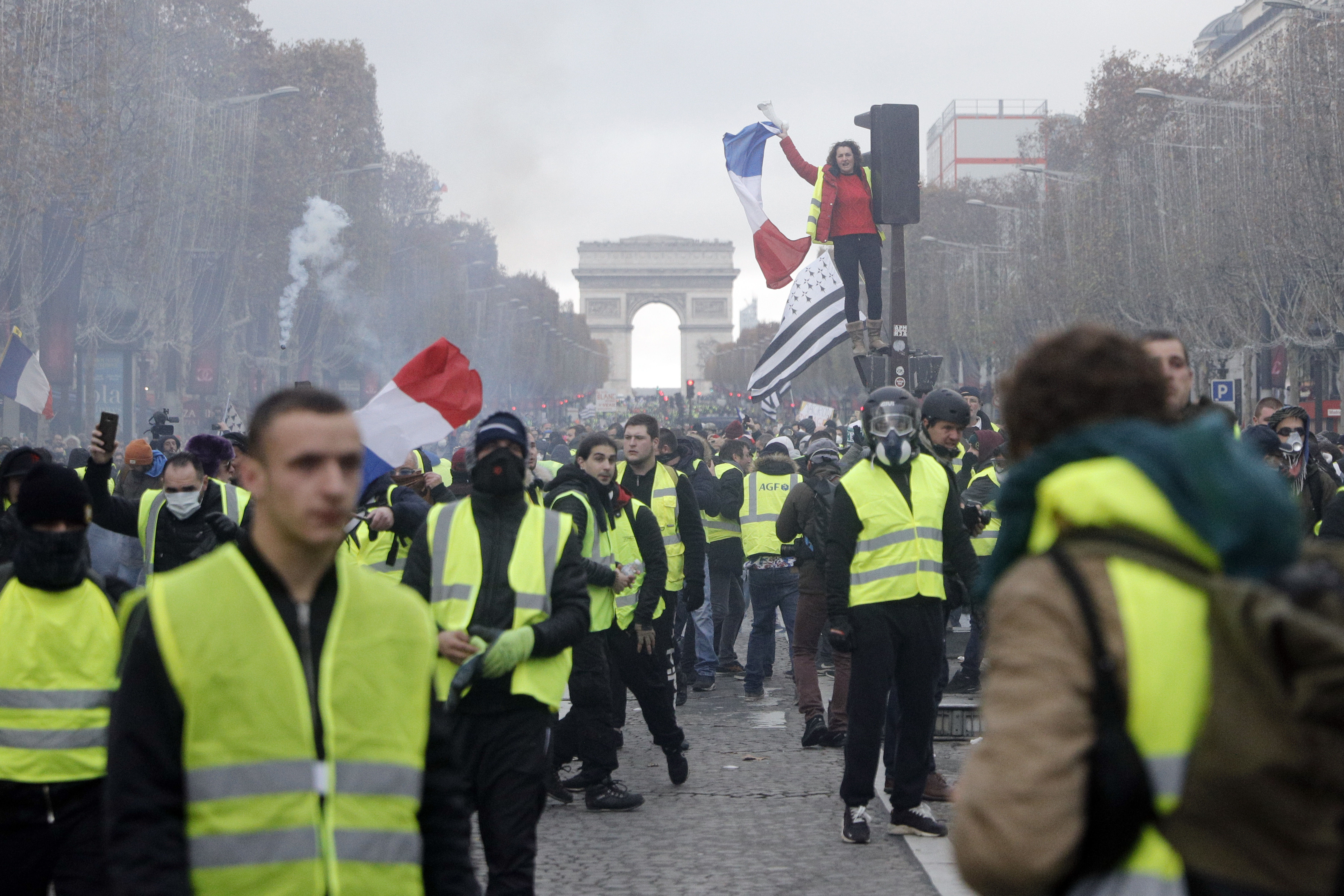 French fuel fight: Prime minister offers to meet protesters