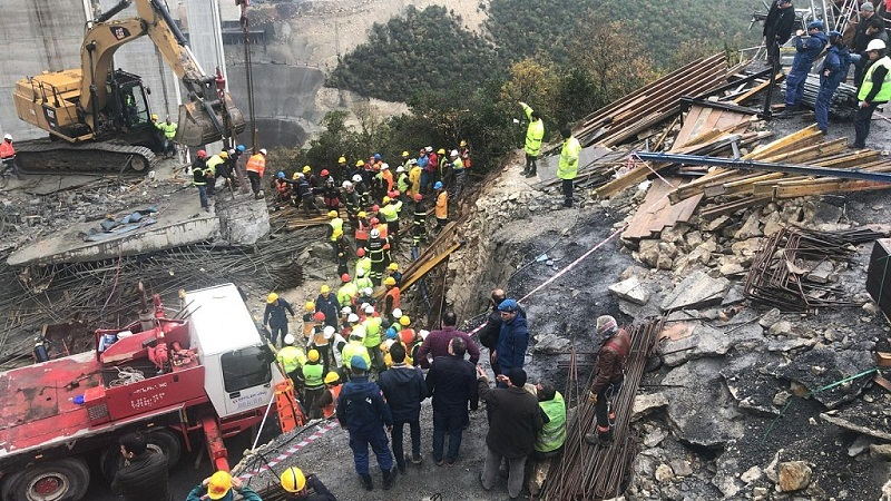 Turkey: Workers trapped under concrete slab in accident