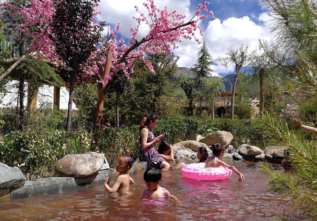 Tibetan medicinal bathing listed as UNESCO intangible heritage