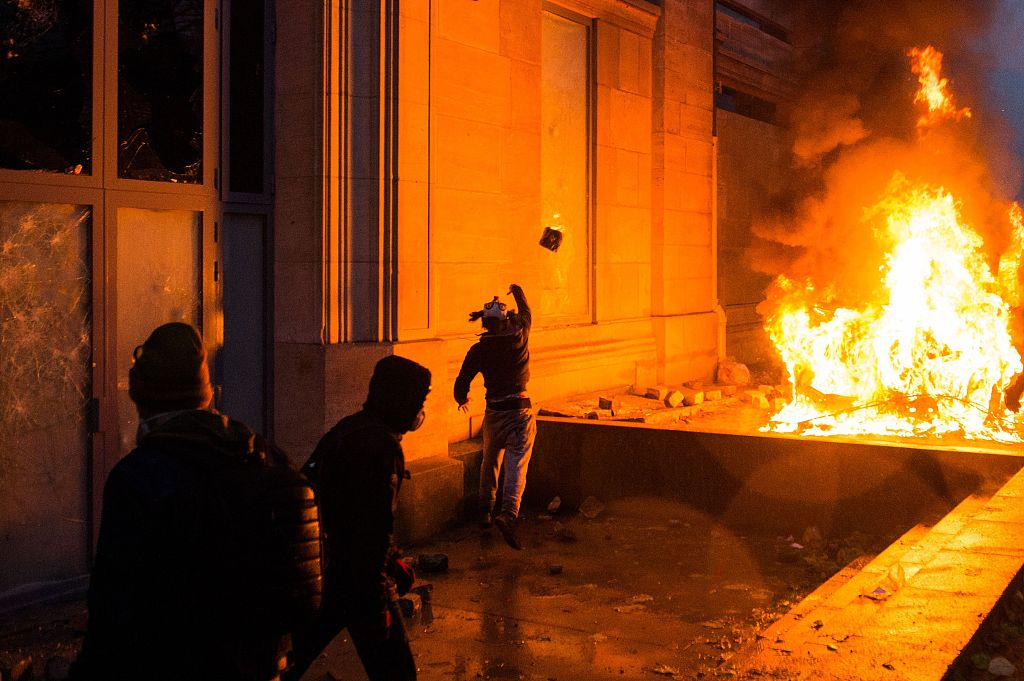 French government holds crisis talks after 'yellow vest' riots