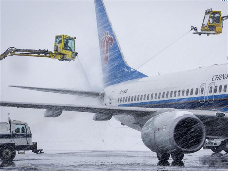 Heavy snow strands 5,000 passengers at Urumqi airport