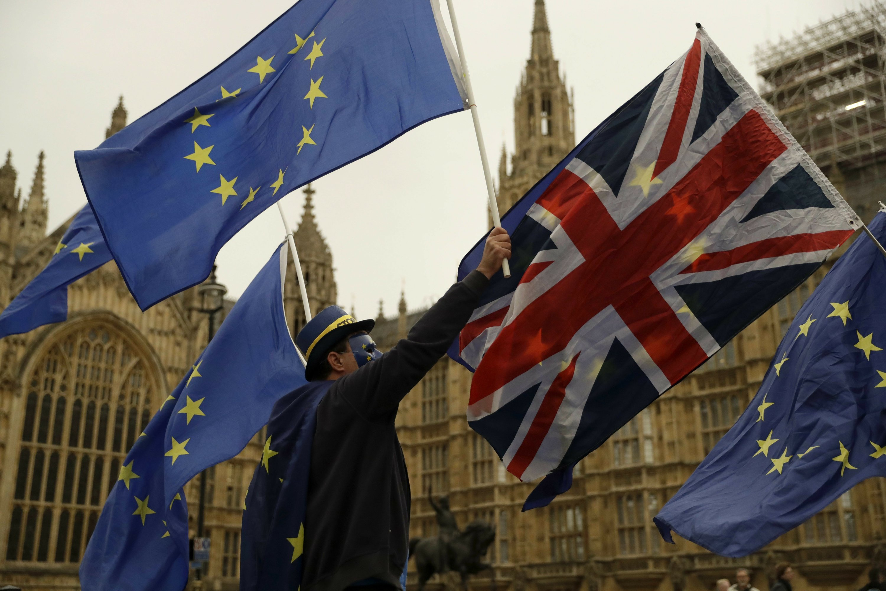 UK government publishes Brexit full legal advice after contempt row