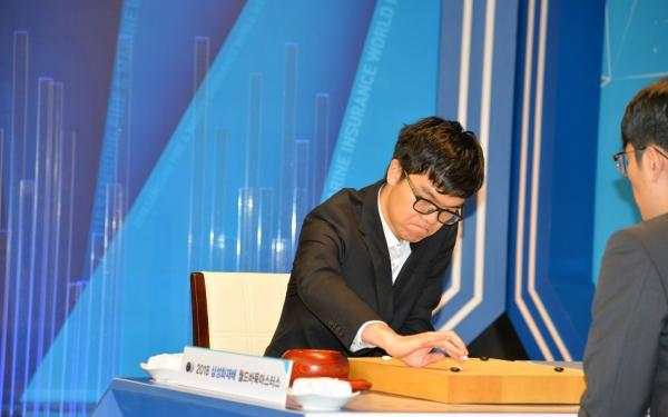 Ke Jie becomes youngest chess player to win six world championships
