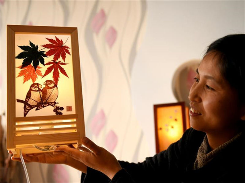 Leaf carving artist Dang Zhihong in North China