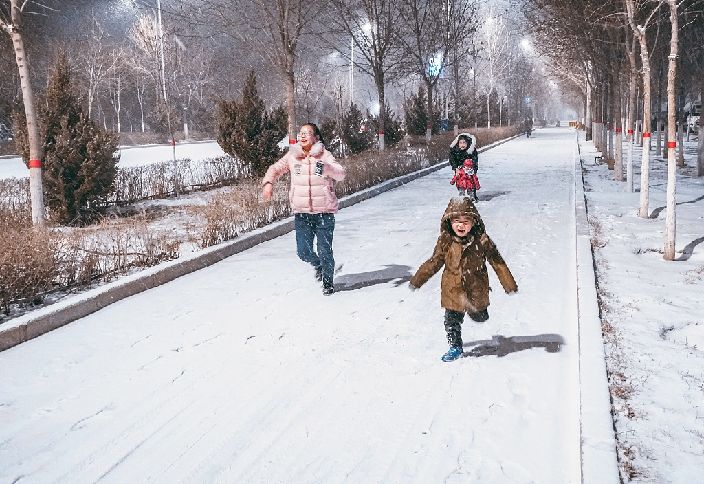 Cold wave sweeps most parts of China