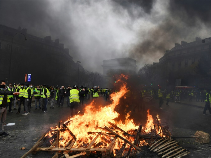 Nearly 300 detained as Paris braces for 'yellow vest' protests