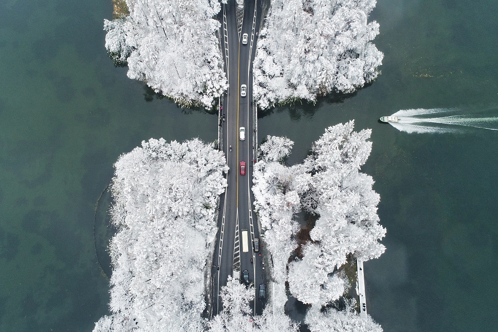 First snow scenery in West Lake, Hangzhou
