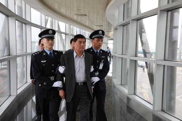 Teamwork boosted to net fugitives