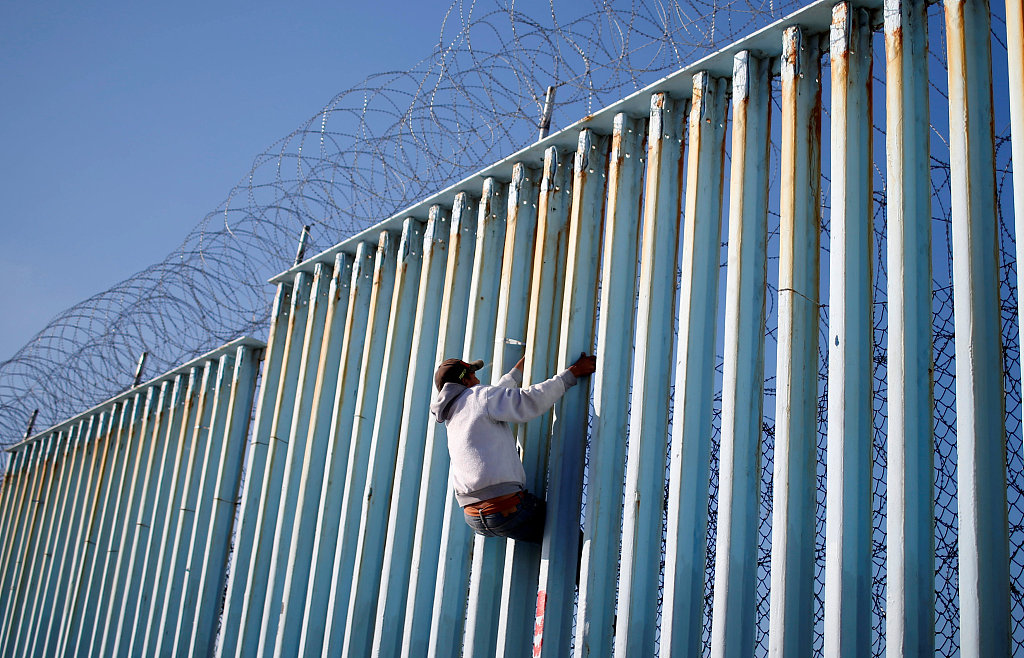 Trump appeals asylum ban to Supreme Court