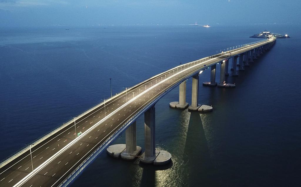 Hong Kong Port to set up a retail district for Hong Kong-Zhuhai-Macao Bridge