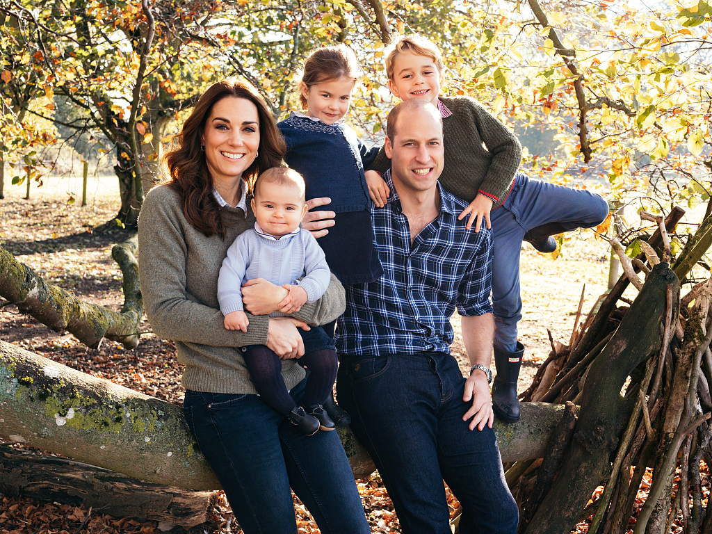 British royal family releases Christmas cards photos