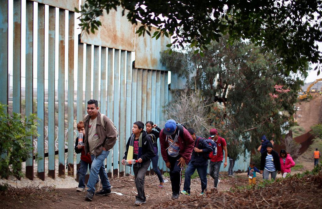 Migrant girl's death tears US apart on border issue