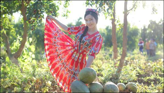 Mixed farming enriches Xinjiang farmers
