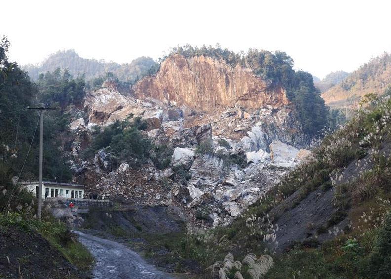 16 injured after quake hits Sichuan