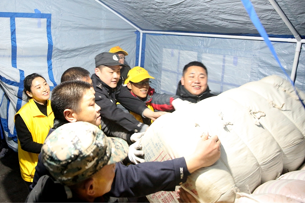 Disaster-relief supplies sent to quake-hit Sichuan