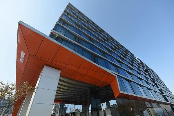 Cheek for check-in: Alibaba opens AI 'future hotel'