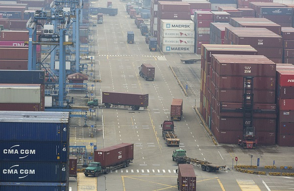 Double-stack container train put into service in China port