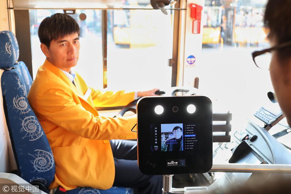 Double-deck AI tour bus debuts in Shanghai