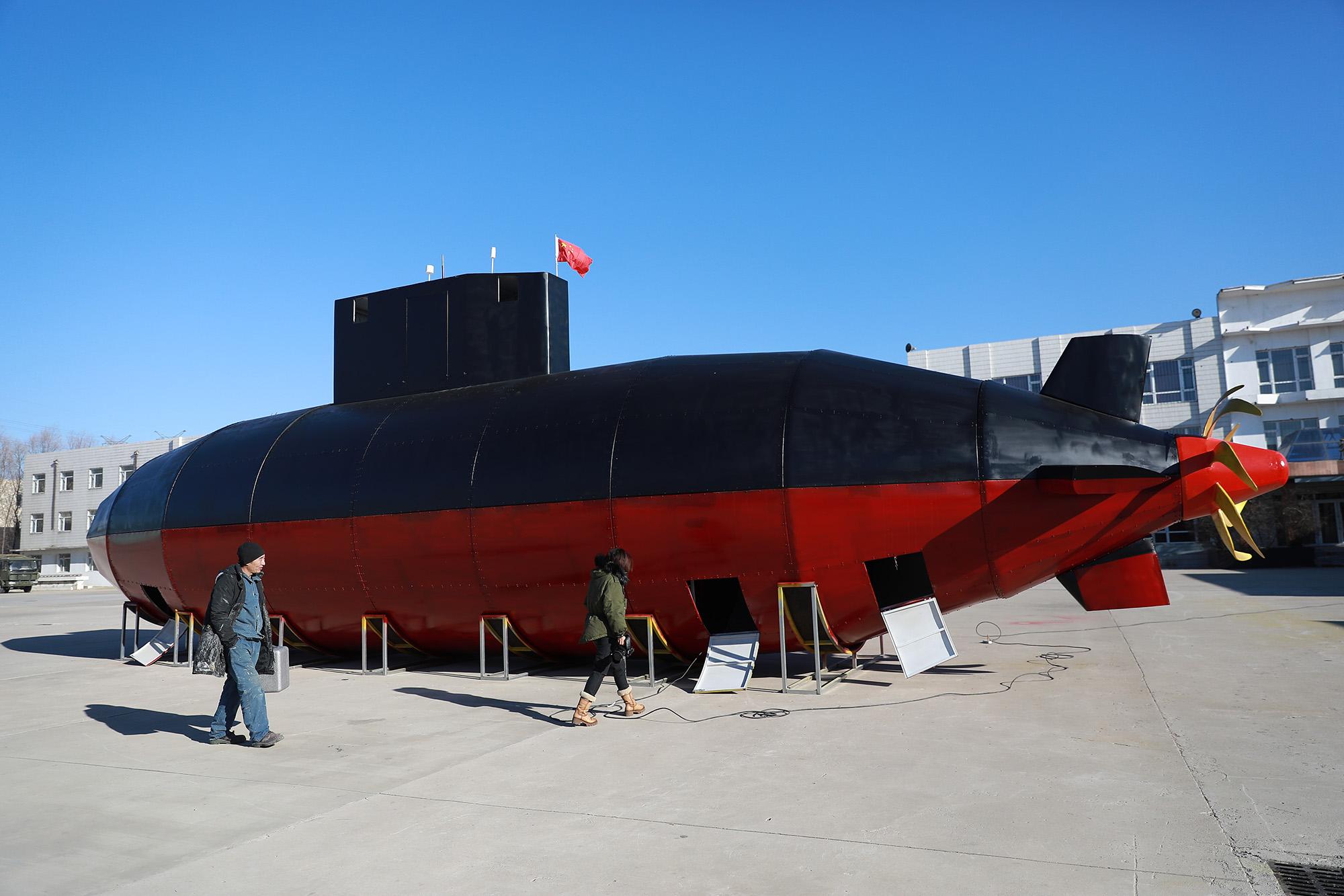 Noodle restaurant owner builds mock-up submarine in China