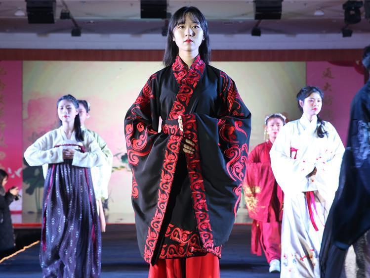 Fashion show held at Nantong University in China's Jiangsu