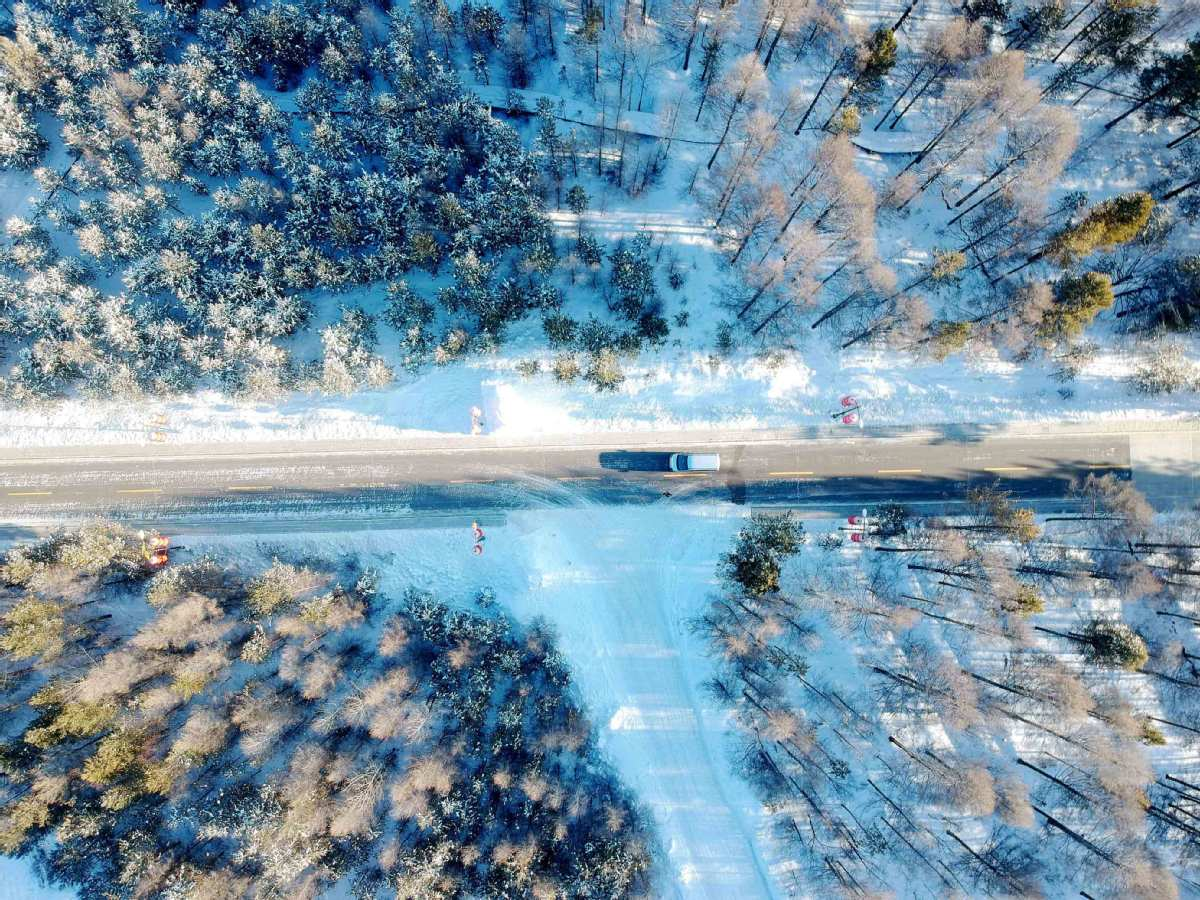 Snow in Mohe attracts tourists