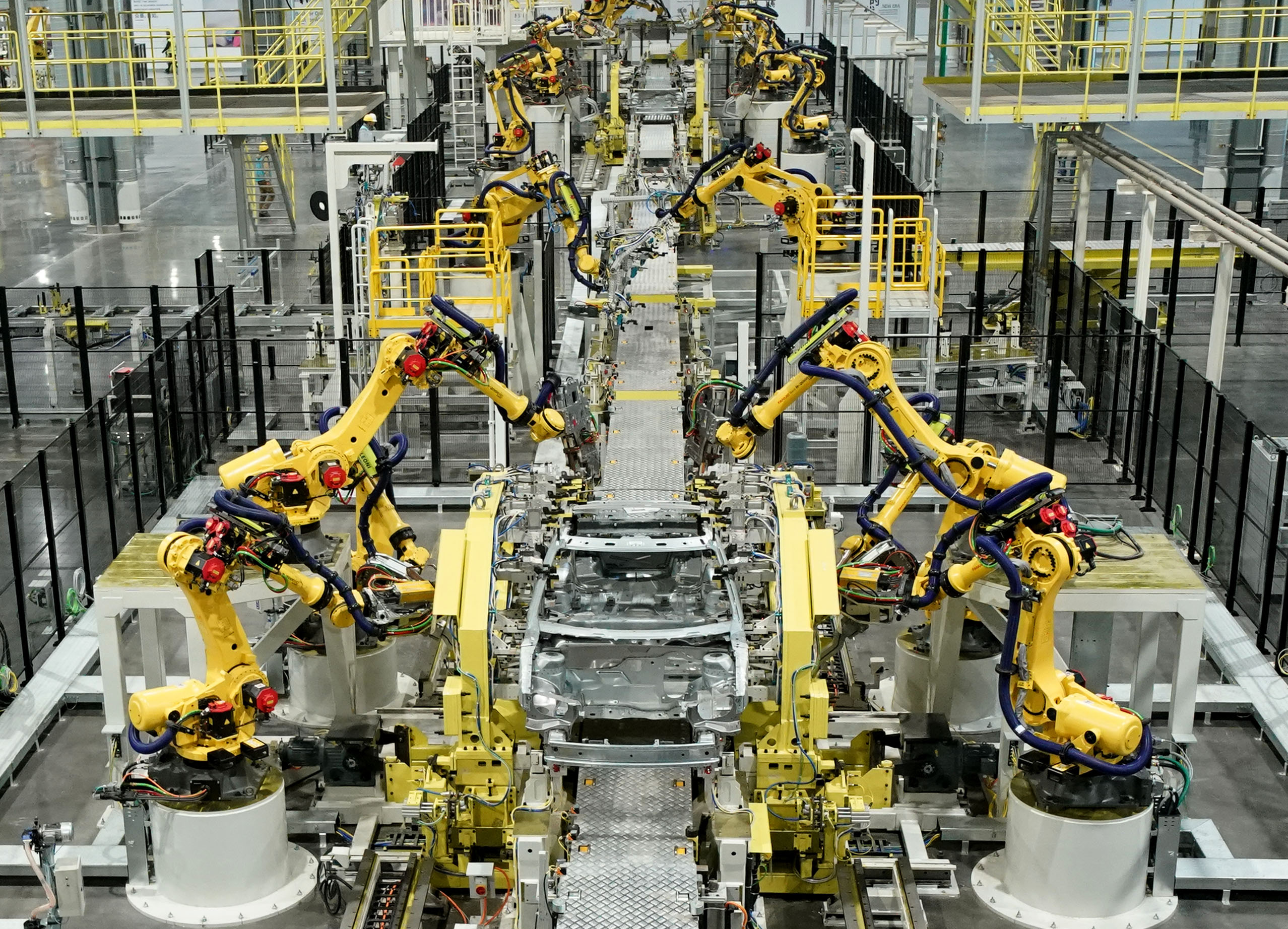 China to expand advanced manufacturing, domestic market: official