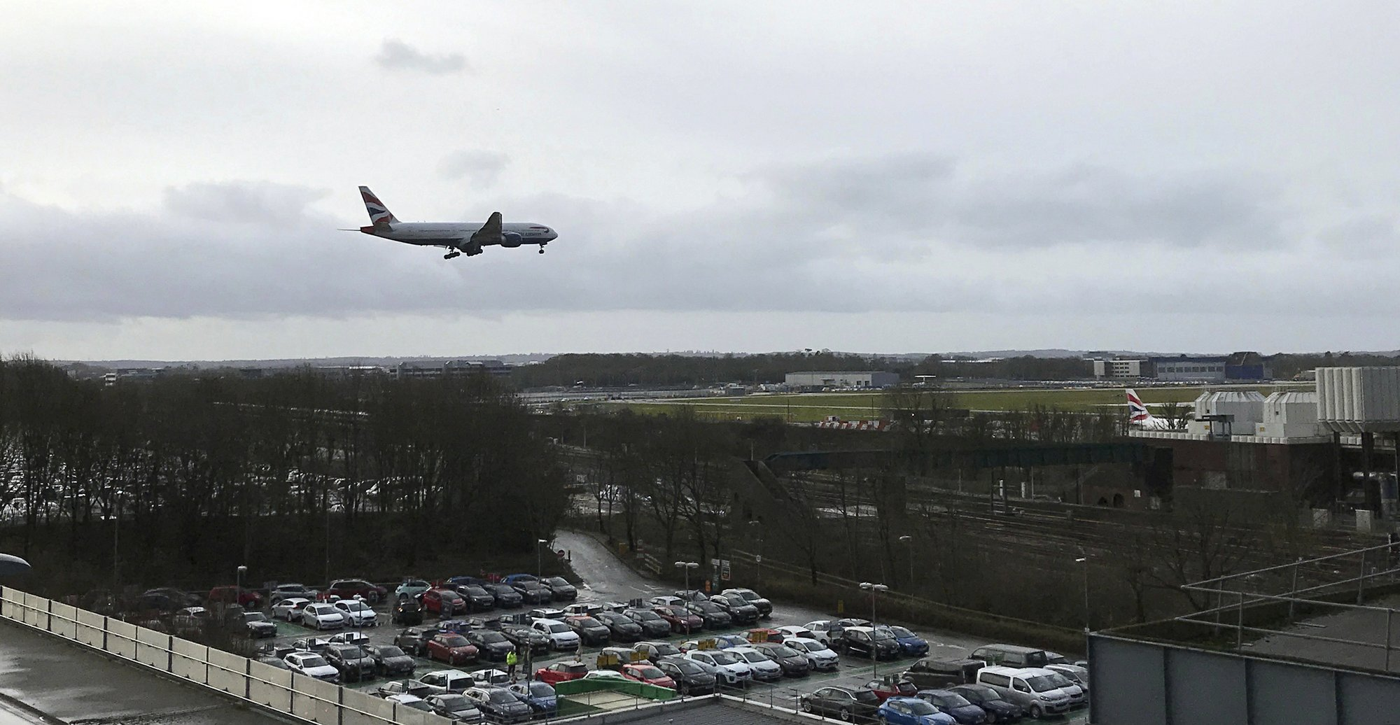 UK police free 2 drone suspects in Gatwick travel chaos