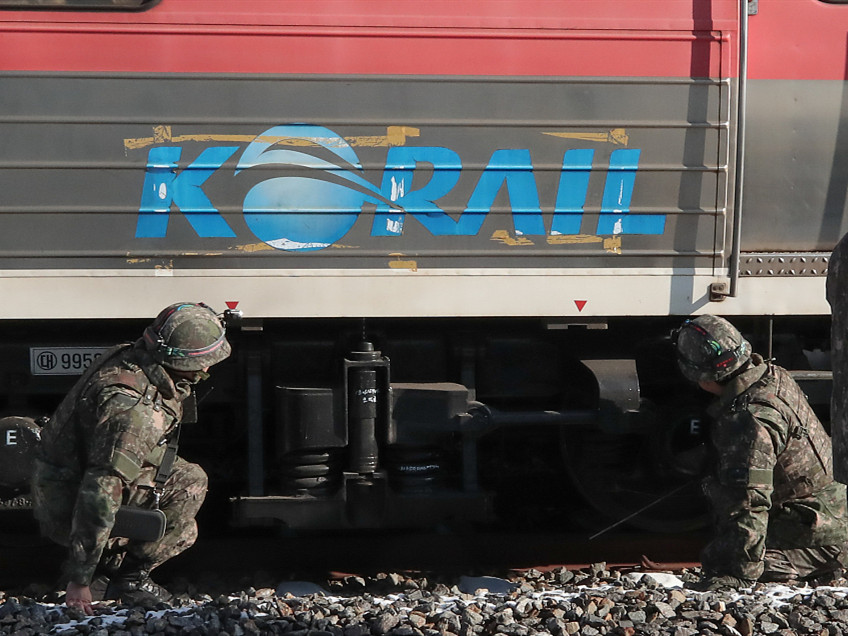 S. Korea sends officials to DPRK to prepare for rail, road connecting ceremony