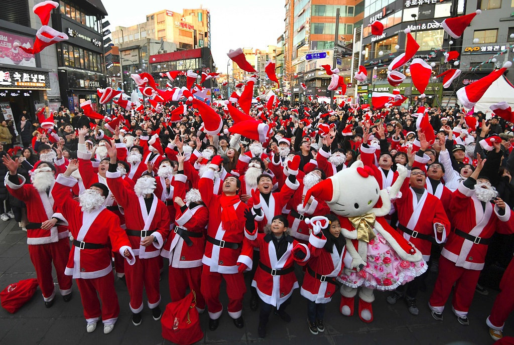 Volunteers to deliver Christmas gifts to poor-family kids in Seoul on Christmas eve