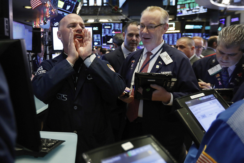 Wall Street battered as Treasury chief fails to reassure