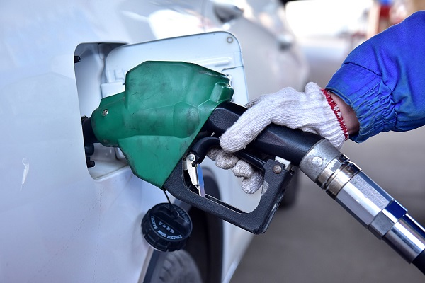 Oil prices plunge as US stock markets slide