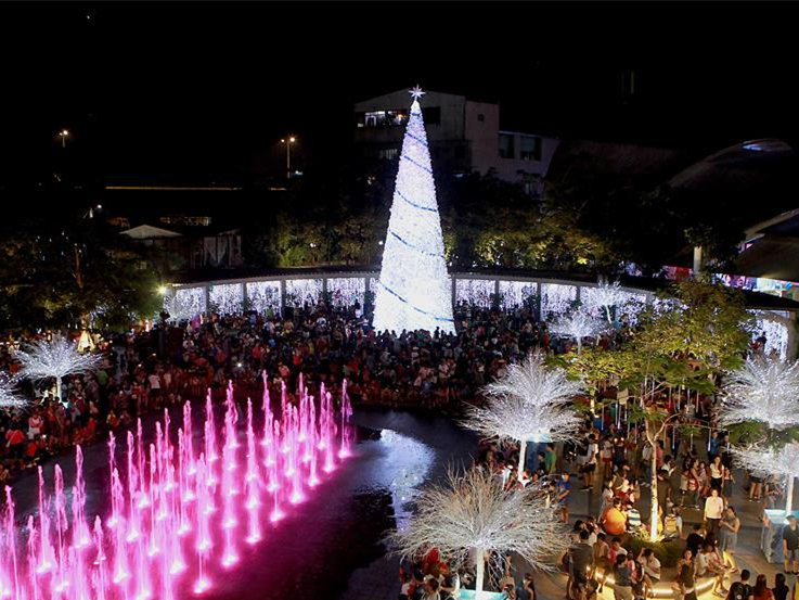 People celebrate Christmas day at park in Valenzuela, the Philippines