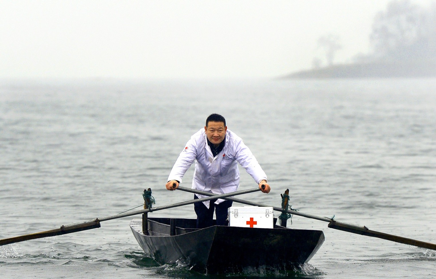 Doctor builds clinic on boat to give medical assistance to islanders