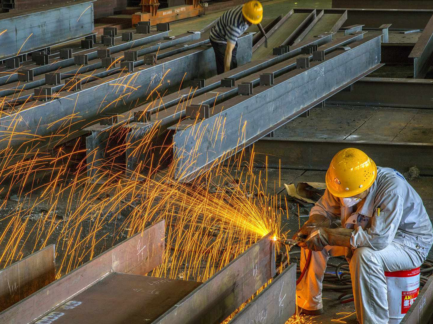 China's industrial profits up 11.8 pct. in first 11 months