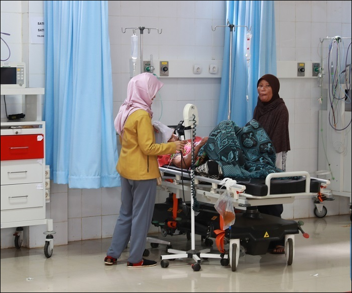 Indonesian hospital struggles to cope with bodies of tsunami victims