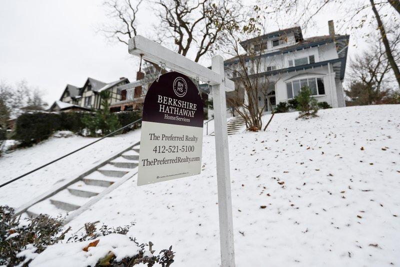 US pending home sales slipped 0.7 percent in November
