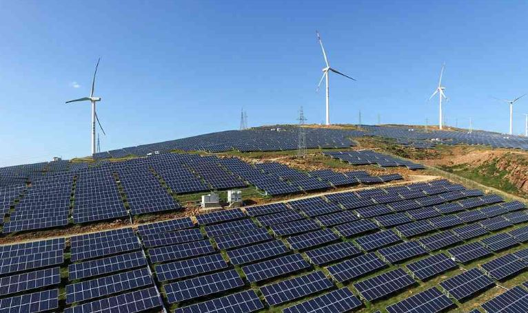 Two solar power bases launched in northwestern China