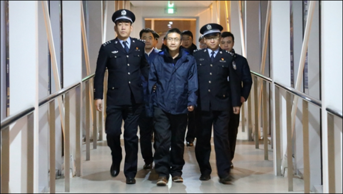Chinese fugitive gives himself up after 13 years on the run